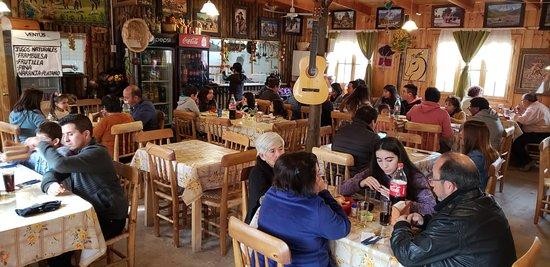 Rapel, Чили: Horario de almuerzo un día sábado.