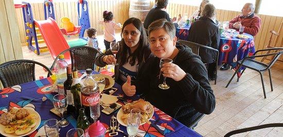 Rapel, Чили: Comida familiar de amigos.