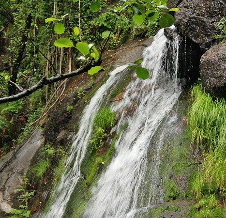 Navaconcejo, Ισπανία: Cascada en la Garganta de las Nogaledas en el Valle del Jerte al norte de Extremadura. Info para visitarla  https://guias-viajar.com/espana/extremadura-valle-jerte-senderismo-garganta-nogaledas/