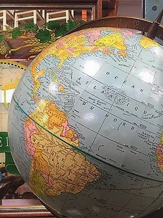 Lachine, Kanada: Great assortment of unique items. Nice vintage globe to remind us of our travels.