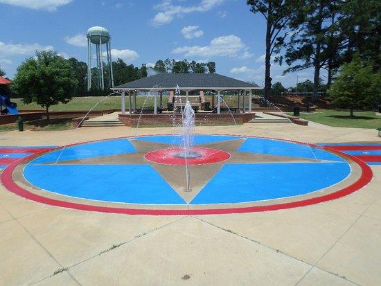 Thomaston, GA: getlstd_property_photo