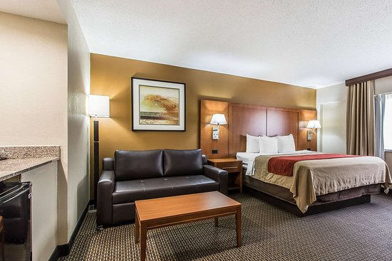 Comfort Inn I-65 At Airport Blvd: King suite
