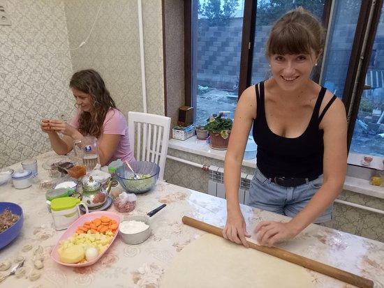 Izaut-de-l'Hotel, فرنسا: Cooking class at Kurak Homestay & Hostel