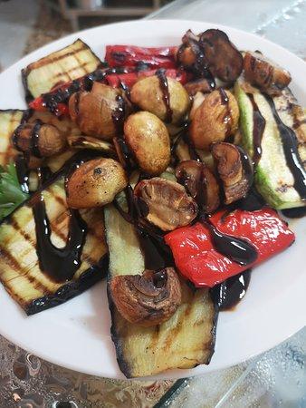 Paralia Ofryniou, กรีซ: Λαχανικά στο Grill