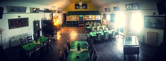 Medenec, Tsjekkia: Celkový pohled na restauraci a bar.