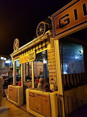 Wheels, Tapas & Punters: Great bar.