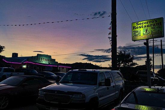 Hernandez, นิวเม็กซิโก: Socorro's at sunset