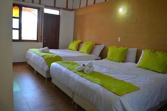 Sutamarchan, โคลอมเบีย: Habitación cuádruple 2 camas King.
