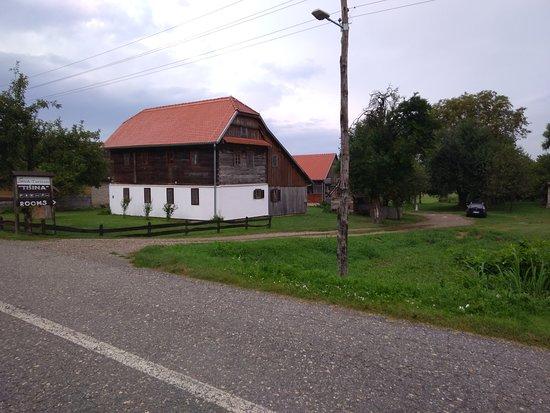 Lonja, كرواتيا: Da non perdere per chi  passa in Slavonia..Lonja appartamenti ..con ristorantino  annesso....