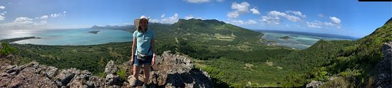 Hiking Le Morne Brabant in Mauritius - a UNESCO World Heritage Site: A panoramic view of all sides from the top