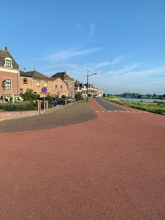 Ameide, เนเธอร์แลนด์: Leuk plaatsje om door heen te fietsen
