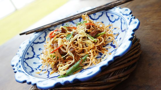 Kravanh Sothearos Blvd: Crispy noodles with a rich meat sauce, shredded omelet and beansprouts.