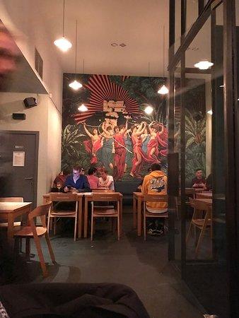 déco intérieure - Photo de Cafe Maison du Peuple, Bruxelles ...