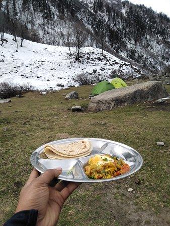 Jagatsukh, อินเดีย: Lunch During Trek