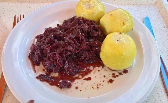 Janov nad Nisou, République tchèque : Lunch: potato dumpling with meat and cabbage.