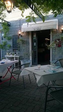 dehors Taverna Nebbiolakis alias Ai Nebbioli