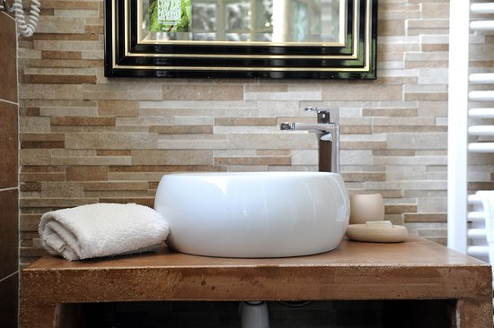 chambre confort + avec salle de bain design - Picture of L ...