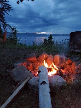 Montcerf-Lytton, Canada : Les soirées paisibles au bord du feu.