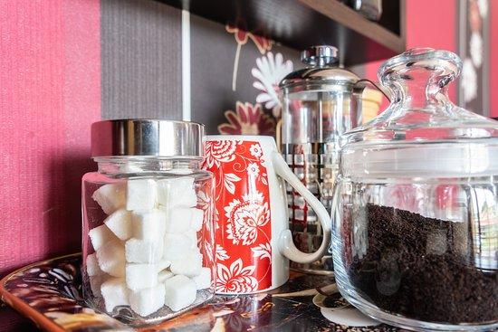 חאשורי, גרוזיה: Every room (including dorm and social areas) comes with an electric kettle, black tea, and freshly grounded coffee and a french press.
