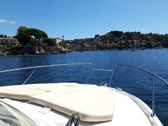 Riviera Yacht Charter & Scooter Rental: Una bella giornata a Villfranche.....