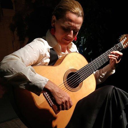 Celia Morales Guitarra Flamenca Tradicional