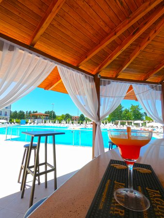 Barbullush, Albania: Pool Bar