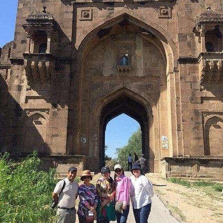 Imran Tours & Guides