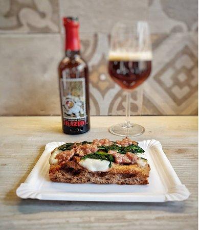 Pizza alla palla salsiccia e rape con birra Dazio di Ivan Borsato