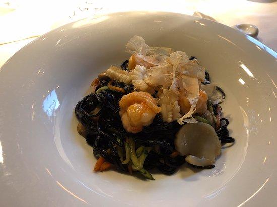 Lu Dim Sum: Spaghetti al nero di seppia e frutti di mare