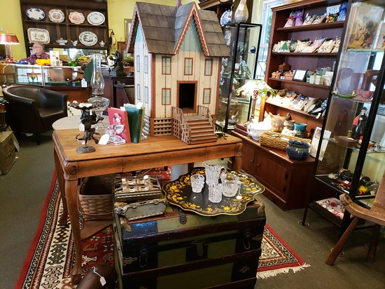 TreeHouse Antiques Center: ENTER AND FIND A TREASURE AT TREEHOUSE