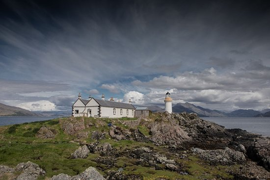 Isleornsay, UK: What a treat to have our own private island for a few days at Eilean Sionnach Lighthouse Cottage