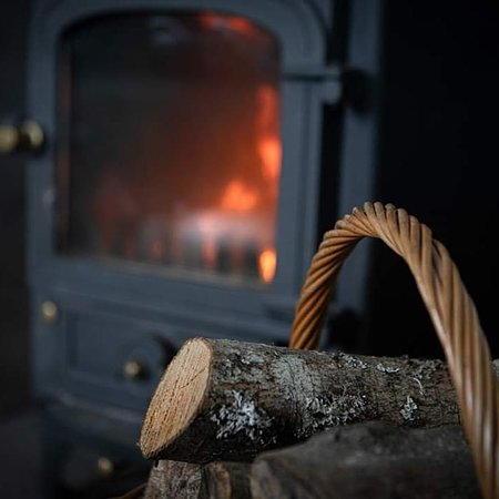 Isleornsay, UK: We enjoyed a cosy evening by this fire