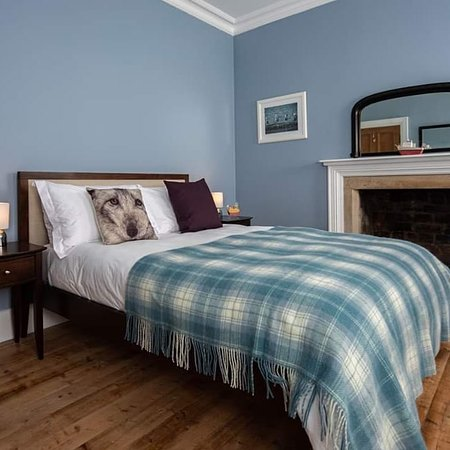 Isleornsay, UK: The blue bedroom at Eilean Sionnach lighthouse Cottage