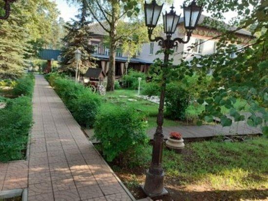 Fryanovo, Russie : Двор ресторана.