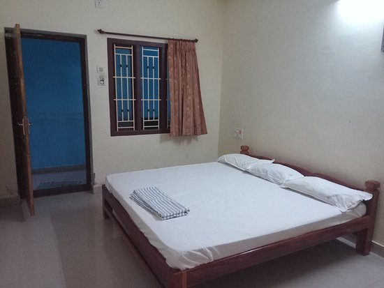 Thirunallar, India: Guest House Standard Room