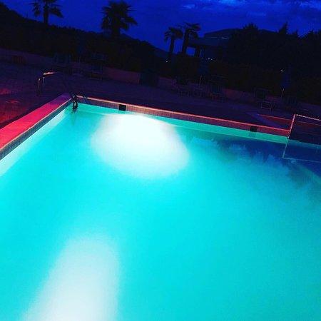 Vore, Albanië: Summer pool / Hotel Class Tirane