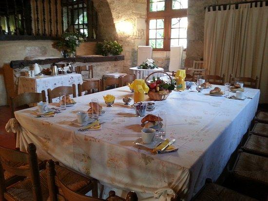 Chateau de Mauriac: petit déjeuner