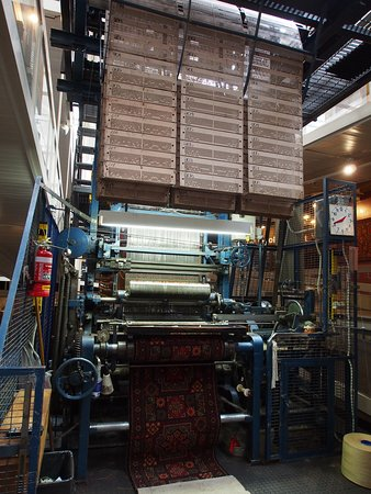 Carpet weaving loom - Picture of
