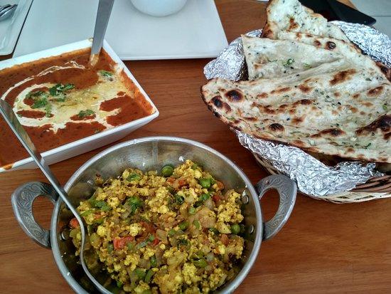 Nangal, Индия: Dal makhni, paneer bhurji, garlic naan