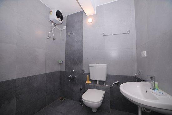 Kottakuppam, India: Bathroom 1