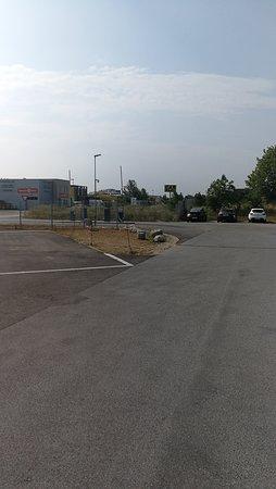 Life Hotel Vienna Airport : парковка большая, до аэропорта близко.