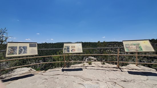 Walnut Canyon - Rim overlook