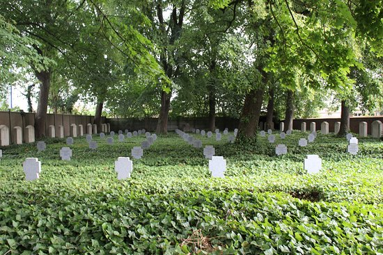 vista general del cementerio de Haubourdin