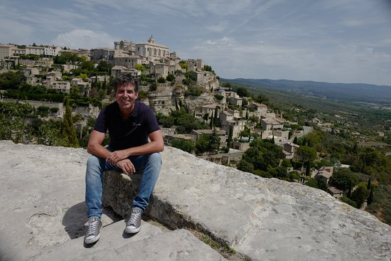 Luberon Villages Day Trip from Aix-en-Provence: Greg in Gordes