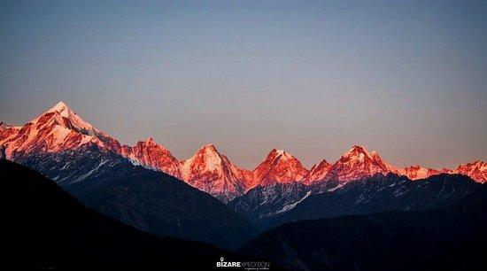 Pithoragarh District, Indie: Panchachuli Peak in Pithoragarh Distrct of Uttarakhand. When I was in Pithoragarh this sunrise make my day.