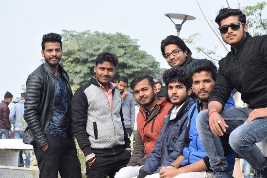 Gorakhpur District, Индия: Photo with friends near Ramgarh tal. 😜