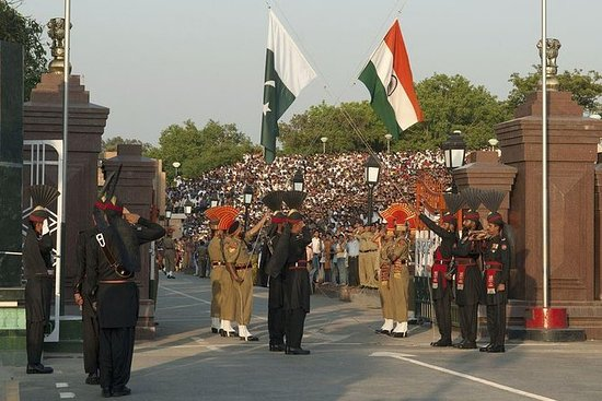 Retreat-seremoni ved Wagah Border med...