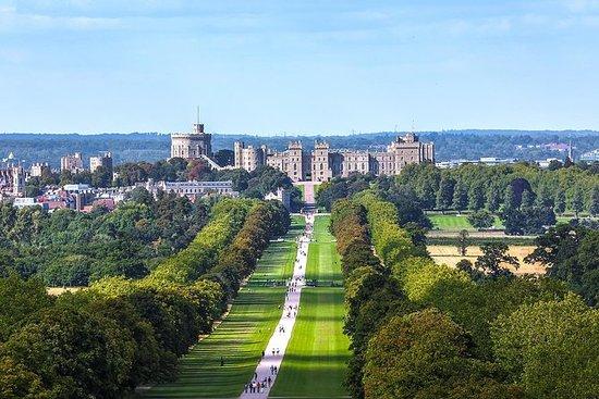 VIPウィンザー城とハンプトンコート宮殿プライベートツアーの入場料が含まれて…