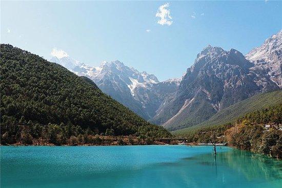 Tour privado: Jade Dragon Snow Mountain y Yuhu Village desde...