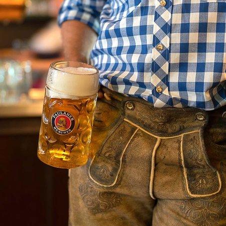 Bayern ist berühmt für seine Biere. Dazu gehören Helles und Dunkles, Hefeweizen, das ebenfalls als helles und dunkles Bier bestellt werden kann, und natürlich Kristallweizen.